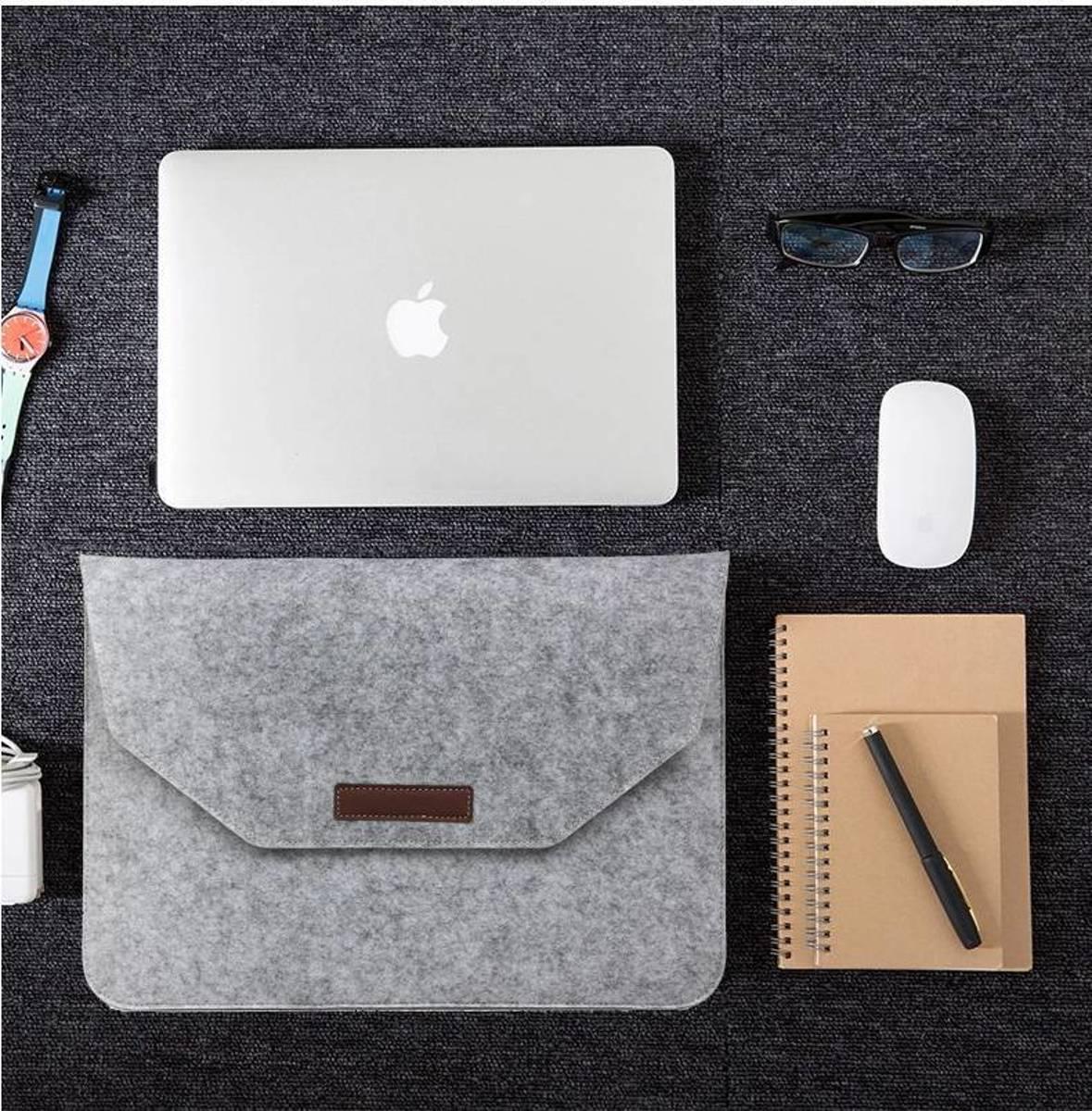 Macbook 15.4 inch laptop Flip Case van Wolvilt  - Universeel laptoptas Grijs kopen