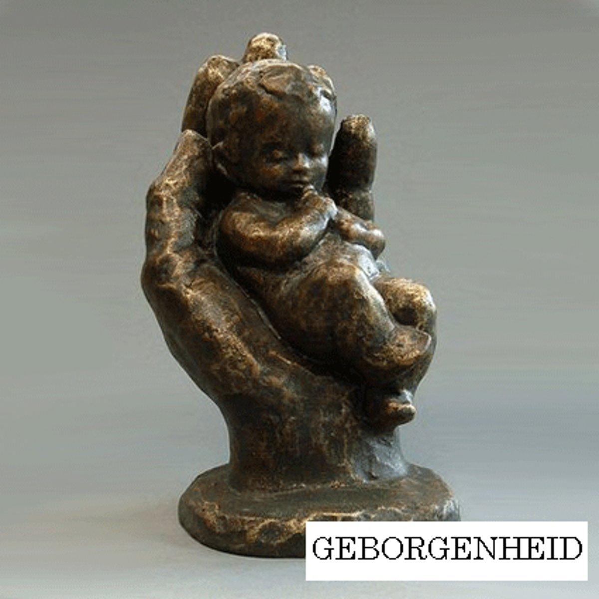 Parastone beeldje baby in hand - Geborgenheid - brons - 1226.20 - 5 cm hoog