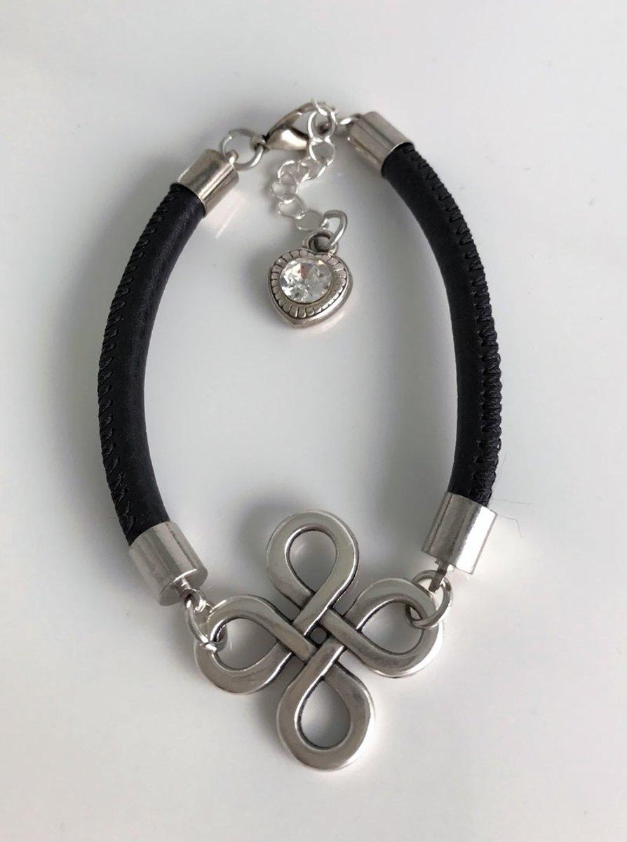 Zwart leren infinity armband - moederdagcadeau - mooi leren armband infinity - cadeau sieraad dame - verjaardagscadeau vriendin kopen