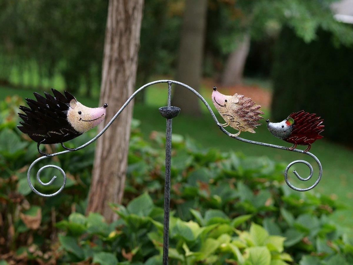 Een decoratief windspel tuinsteker  tuinspinner