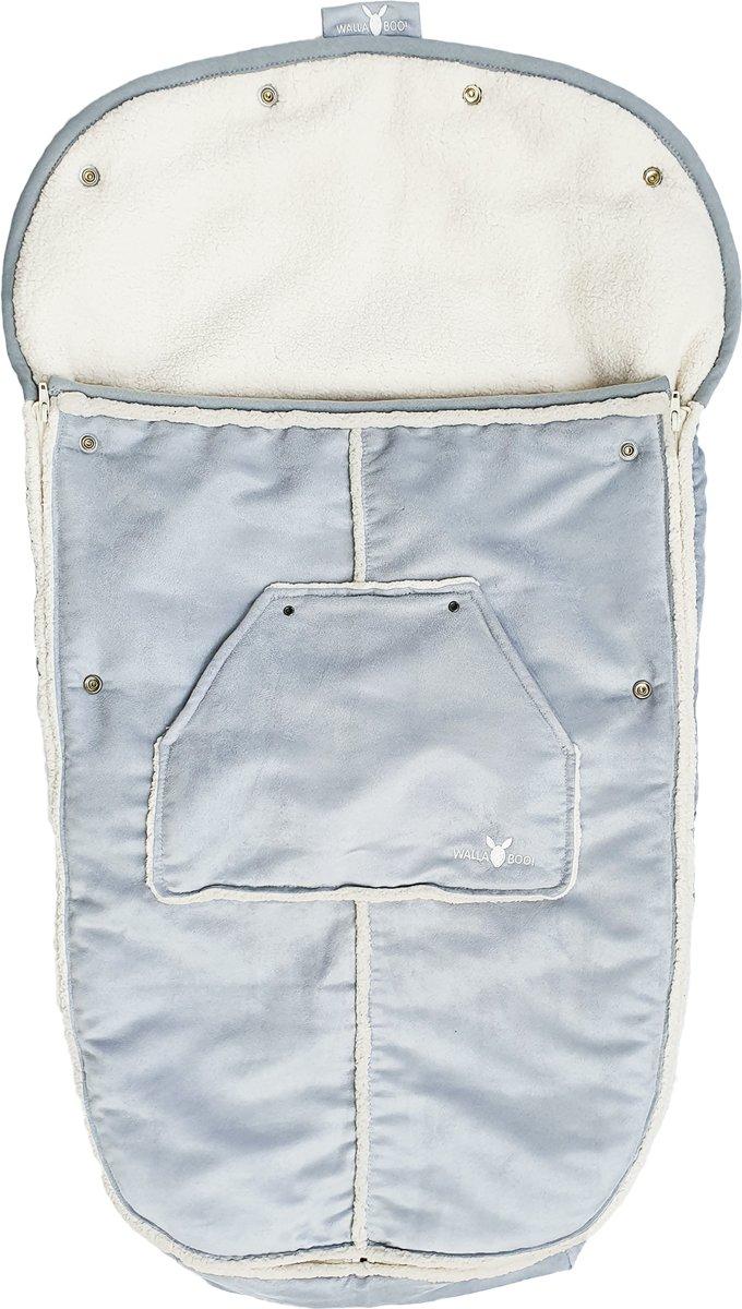 Wallaboo voetenzak - Imitatie suède gevoerd met bont - Gerecycled polyester - Geschikt voor 6 tot 36 maanden - Past in elke kinderwagen - Bovenkant is afritsbaar - Kleur: Zilver kopen