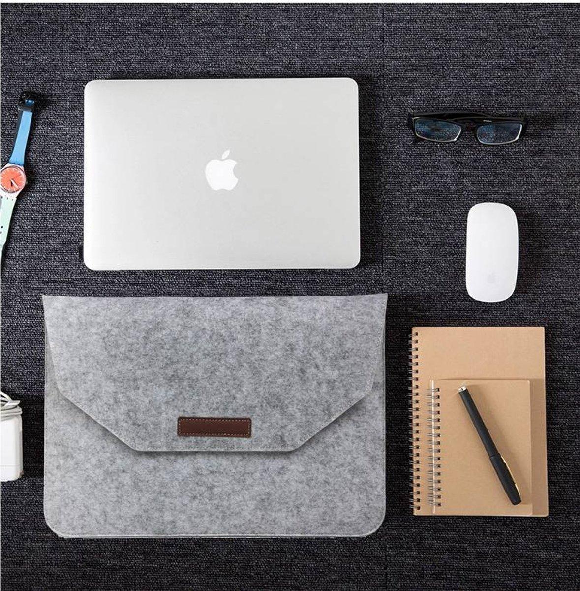 Macbook 11-13.3 (max) inch laptop Flip Case van Wolvilt  - Universeel laptoptas Zwart kopen
