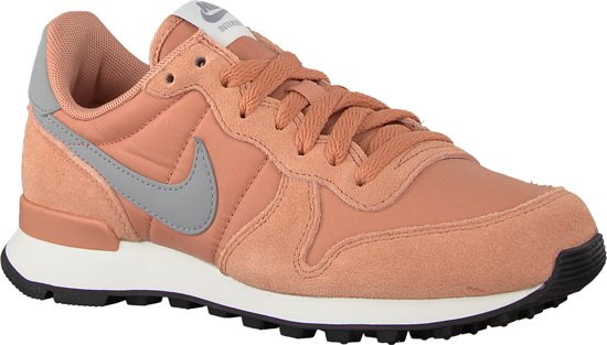 roze nike sneakers internationalist wmns