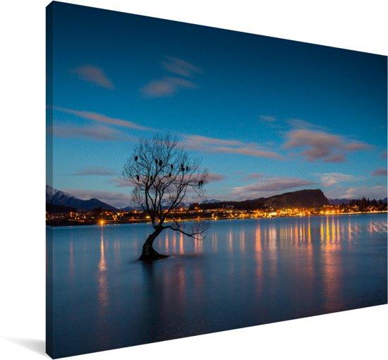 De Wanaka-boom bij het Wanakameer in Nieuw-Zeeland Canvas 180x120 cm - Foto print op Canvas schilderij (Wanddecoratie woonkamer / slaapkamer) XXL / Groot formaat!
