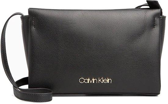 5fa17d317d0 bol.com   Calvin Klein Frame EW Crossbody Tas - Zwart
