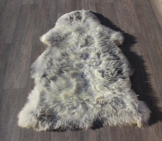 Schapenvacht-schapenvel  van het heideschaap grijs