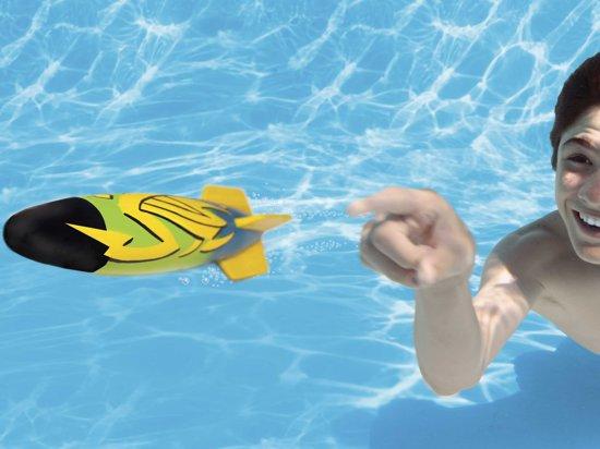 ToyPedo, een bal in de vorm van een torpedo waarmee je onderwater kunt gooien.