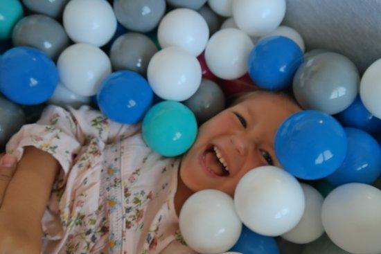 Ballenbak - stevige ballenbad - 90x90 cm - 150 ballen Ø 7 cm - wit, grijs, turquoise.