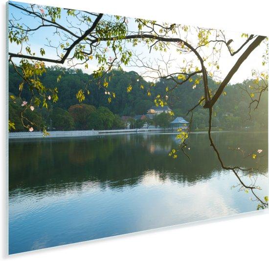 Tempel van de Tand in de ochtend met uitzicht op het meer in Sri Lanka Plexiglas 120x80 cm - Foto print op Glas (Plexiglas wanddecoratie)