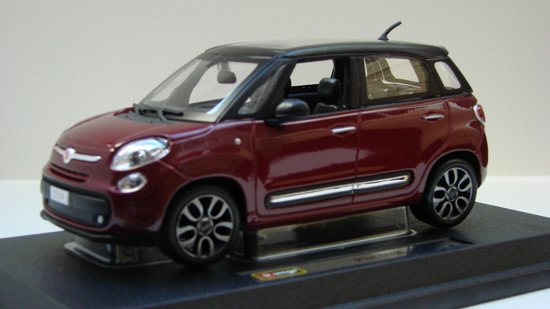 Burago 18-22126 1:24 FIAT 500L RED (12)