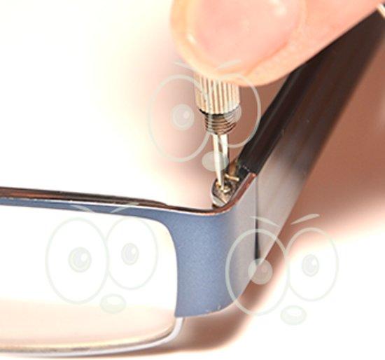 Sleutelhanger Miniset met platte en kruiskopschroevendraaier speciaal voor bril en gehoorapparaat.