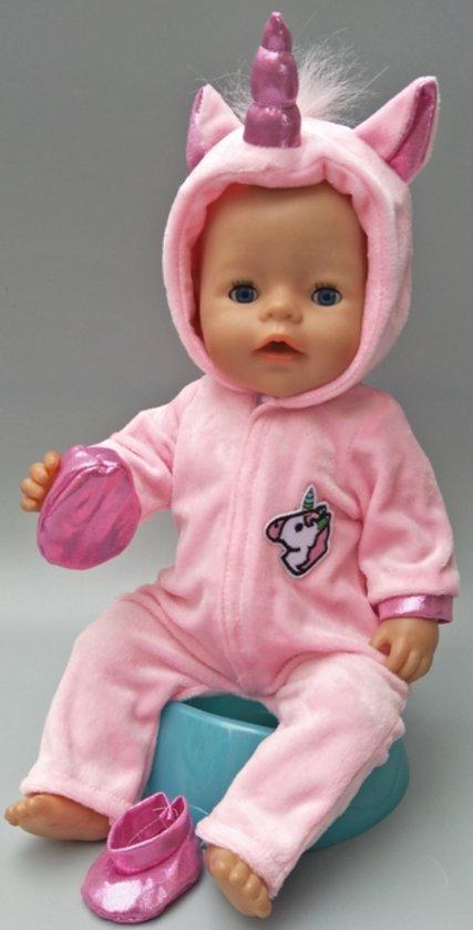 Poppenkleertjes   Geschikt voor Baby Born   Eenhoorn onesie met schoentjes  Roze   Met capuchon   Pyjama