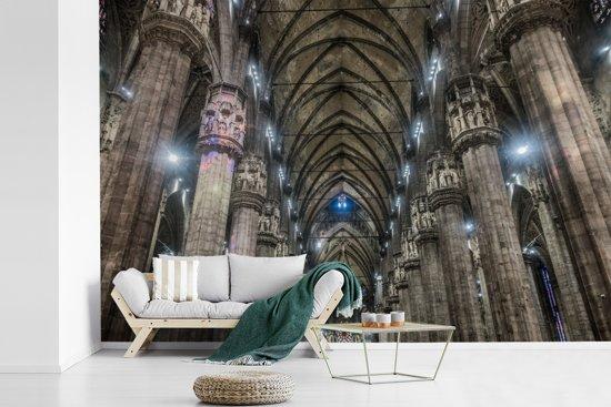 Fotobehang vinyl - Het interieur van de binnenkant van de Kathedraal van Milaan breedte 330 cm x hoogte 220 cm - Foto print op behang (in 7 formaten beschikbaar)