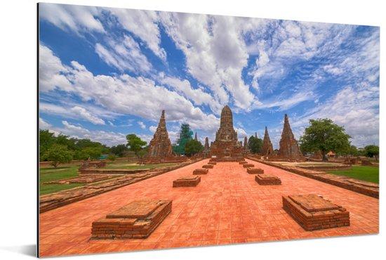 Mooie wolkenformatie boven Ayutthaya Aluminium 180x120 cm - Foto print op Aluminium (metaal wanddecoratie) XXL / Groot formaat!