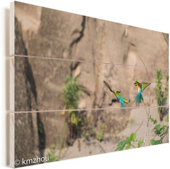 Twee groene bijeneters zijn aan het vliegen Vurenhout met planken 60x40 cm - Foto print op Hout (Wanddecoratie)