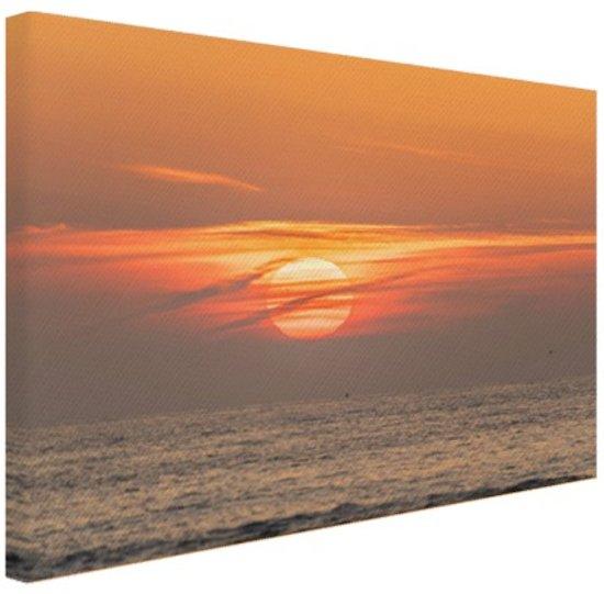FotoCadeau.nl - Zonsondergang in de zee Canvas 80x60 cm - Foto print op Canvas schilderij (Wanddecoratie)