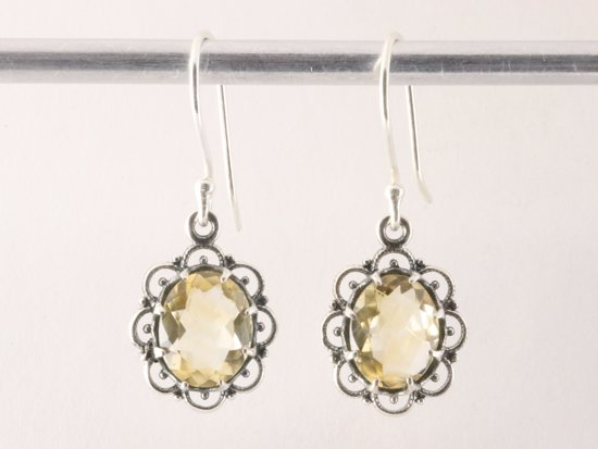 Fijne opengewerkte zilveren oorbellen met citrien
