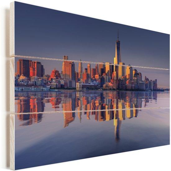 Weerspiegeling van de het stadslandschap en het World Trade Center in een Rivier Vurenhout met planken 160x120 cm - Foto print op Hout (Wanddecoratie) XXL / Groot formaat!
