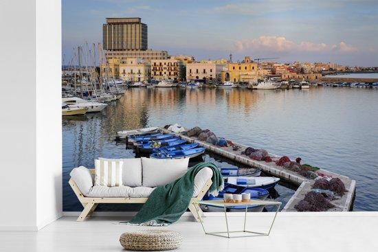 Fotobehang vinyl - De haven van Gallipoli met vele boten in Italië breedte 360 cm x hoogte 240 cm - Foto print op behang (in 7 formaten beschikbaar)