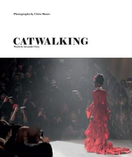 Boek cover Catwalking: photographs by chris moore van Alexander Fury (Hardcover)