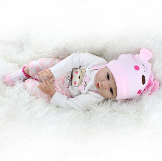 Reborn baby pop in wit pakje met beertje shirt, speen en flesje – Levensecht en hand gemaakt 55cm