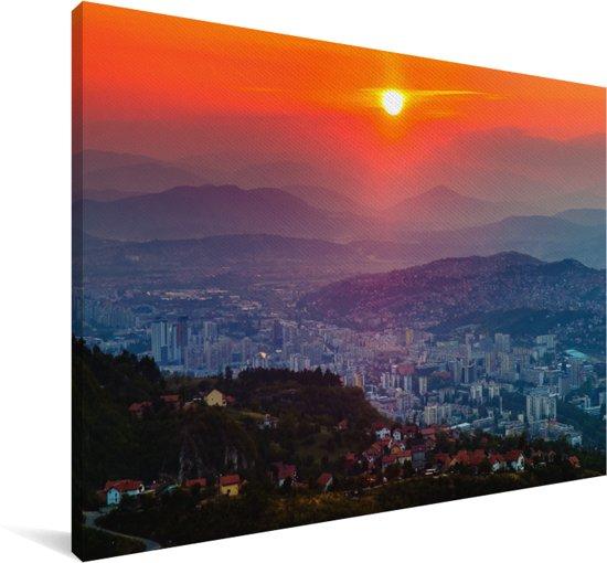 Oranje zonsondergang boven Sarajevo Bosnië en Herzegovina Canvas 140x90 cm - Foto print op Canvas schilderij (Wanddecoratie woonkamer / slaapkamer) / Europese steden Canvas Schilderijen