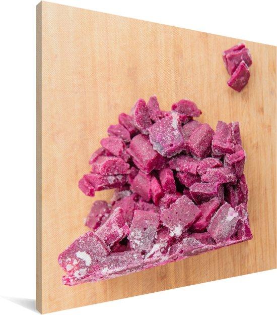 Stukjes rode kool liggen op een houten snijplank Canvas 20x20 cm - klein - Foto print op Canvas schilderij (Wanddecoratie woonkamer / slaapkamer)