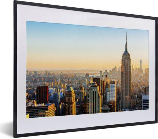 Foto in lijst - Zonsondergang skyline van New York met het Empire State Building fotolijst zwart met witte passe-partout klein 40x30 cm - Poster in lijst (Wanddecoratie woonkamer / slaapkamer)