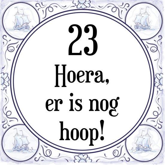 verjaardag 23 jaar bol.| Verjaardag Tegeltje met Spreuk (23 jaar: Hoera! Er is  verjaardag 23 jaar