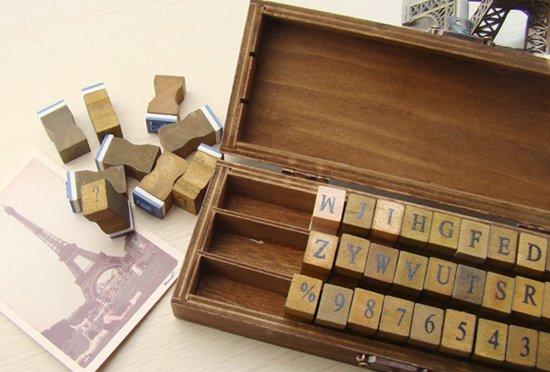 Mooie Houten Stempels.Een Set Van 42 Houten Rubberen Stempels In Een Mooie Houten Kist Hoofdletters Cijfers En Leestekens
