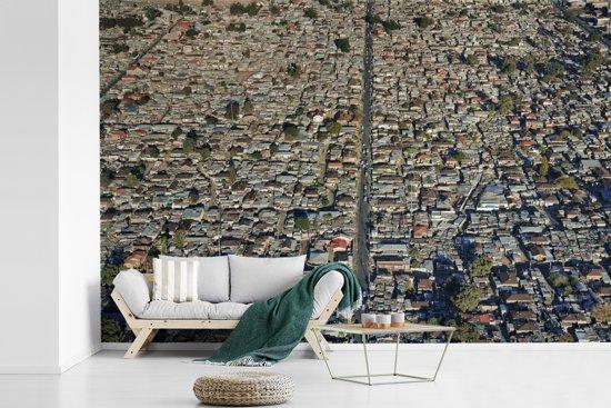 Fotobehang vinyl - Het Alexandra township in Johannesburg breedte 600 cm x hoogte 400 cm - Foto print op behang (in 7 formaten beschikbaar)