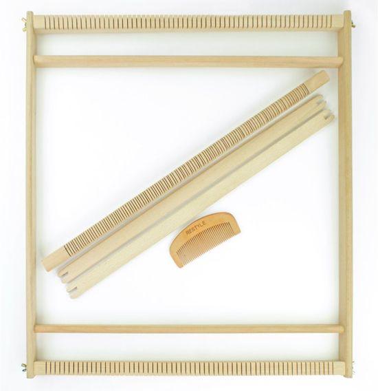 Restyle weefraam 56 x 54 cm - Houten weefgetouw inclusief 2 steeklatten en weefkam. Groot weefgetouw voor wandkleden of kussens maken