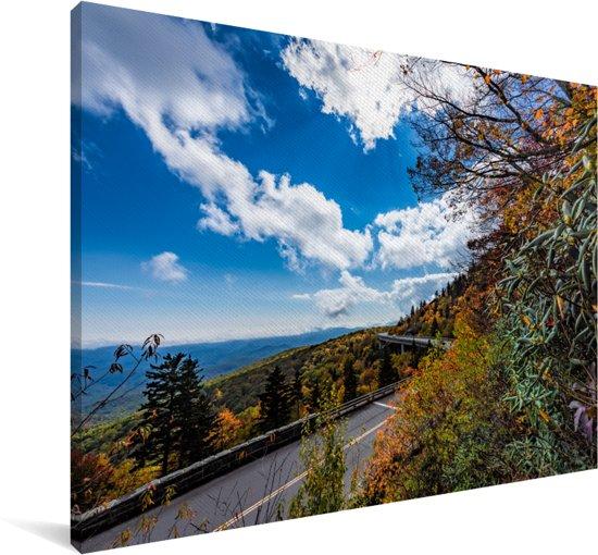 Bewolkte lucht bij de Blue Ridge Parkway in het zuidoosten van Amerika Canvas 140x90 cm - Foto print op Canvas schilderij (Wanddecoratie woonkamer / slaapkamer)