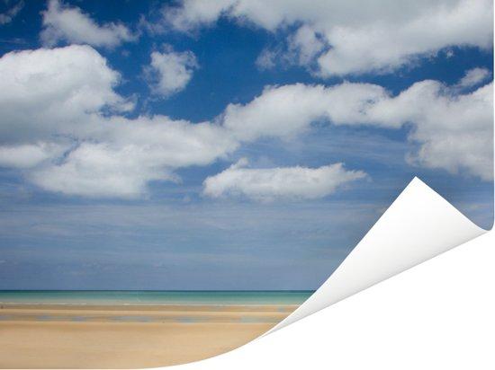 Het Franse Omaha Beach bij Normandië in de middag Poster 80x60 cm - Foto print op Poster (wanddecoratie woonkamer / slaapkamer)