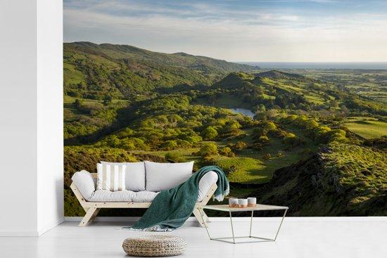 Fotobehang vinyl - Een uitzicht over het nationaal park Snowdonia in Wales breedte 360 cm x hoogte 240 cm - Foto print op behang (in 7 formaten beschikbaar)