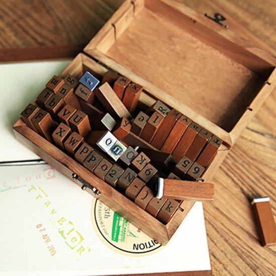 Mooie Houten Stempels.Een Set Van 70 Houten Rubberen Stempels In Een Mooie Houten Kist Zowel Hoofdletters En Kleine Letters Als Cijfers En Meer