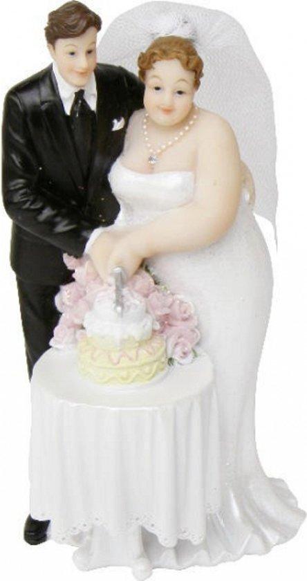 bruid en bruidegom op taart