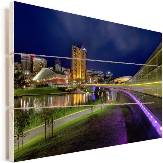 De rivier de Torrens met verlichte gebouwen in Adelaide Vurenhout met planken 90x60 cm - Foto print op Hout (Wanddecoratie)