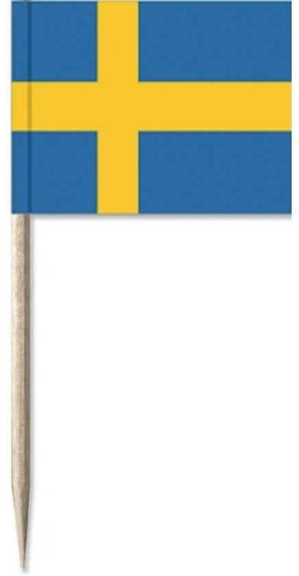 50x Cocktailprikkers Zweden 8 cm vlaggetje landen decoratie - Houten spiesjes met papieren vlaggetje - Wegwerp prikkertjes