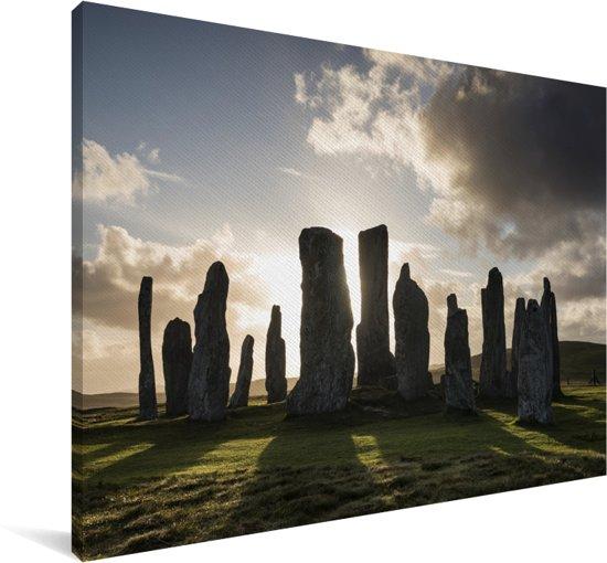 De zonsopkomst bij de steencirkel van Calanais Standing Stones in Schotland Canvas 140x90 cm - Foto print op Canvas schilderij (Wanddecoratie woonkamer / slaapkamer)