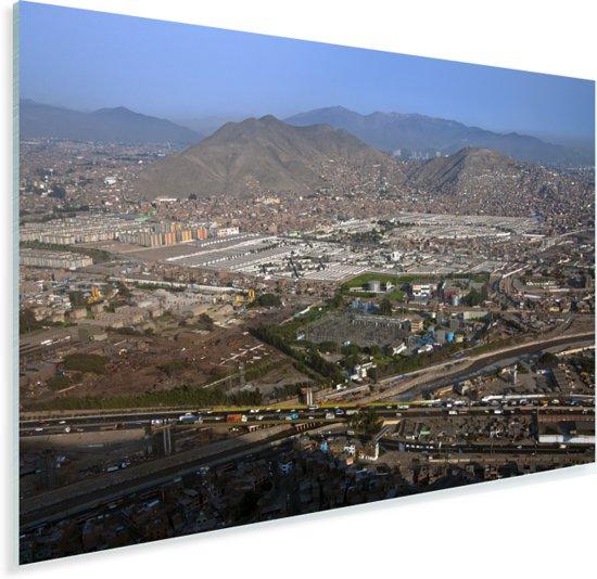 Helder blauwe hemel boven Lima Plexiglas 60x40 cm - Foto print op Glas (Plexiglas wanddecoratie)