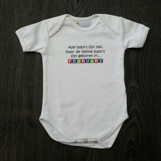 """Witte romper met """"Alle baby's zijn lief, maar de liefste zijn geboren in…  Februari"""" - maat 62/68"""