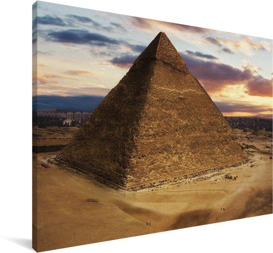 De piramide van Giza vlak voor zonsopkomst Canvas 60x40 cm - Foto print op Canvas schilderij (Wanddecoratie woonkamer / slaapkamer)