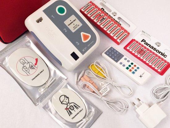 HSI Reanimatie AED Trainer + afstandsbediening | 2 Talen Engels/Spaans | Complete AED Trainerset inclusief tas, elektroden, accu en adapter | MEDIC First Aid AED Trainer