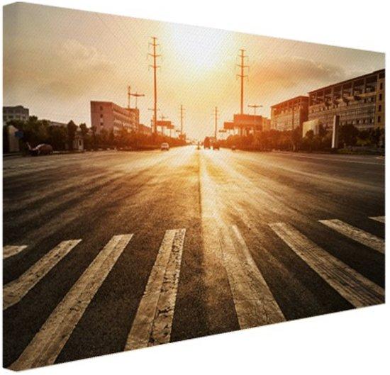 Stedelijke weg bij zonsondergang Canvas 30x20 cm - klein - Foto print op Canvas schilderij (Wanddecoratie woonkamer / slaapkamer)
