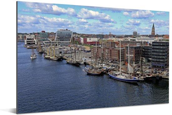 De haven van het Duitse Kiel Aluminium 90x60 cm - Foto print op Aluminium (metaal wanddecoratie)