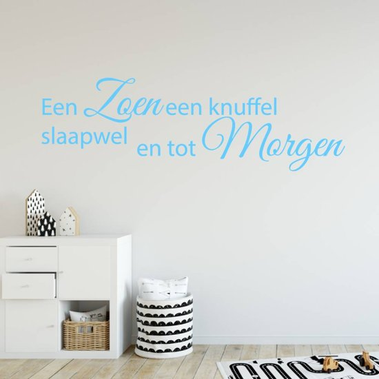 Muursticker Een Zoen Een Knuffel Slaapwel En Tot Morgen -  Lichtblauw -  160 x 48 cm  - Muursticker4Sale