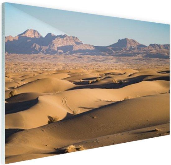 Woestijngebied met bergen Iran Glas 90x60 cm - Foto print op Glas (Plexiglas wanddecoratie)