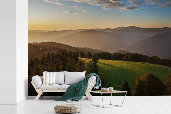 Fotobehang vinyl - Uitzicht over het dichtbeboste Zwarte Woud in Duitsland breedte 360 cm x hoogte 240 cm - Foto print op behang (in 7 formaten beschikbaar)