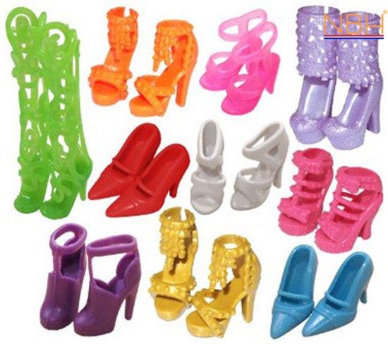 10 Paar schoenen / laarzen in de mix voor de Barbie Pop